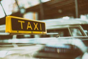 アメリカ タクシー チップ